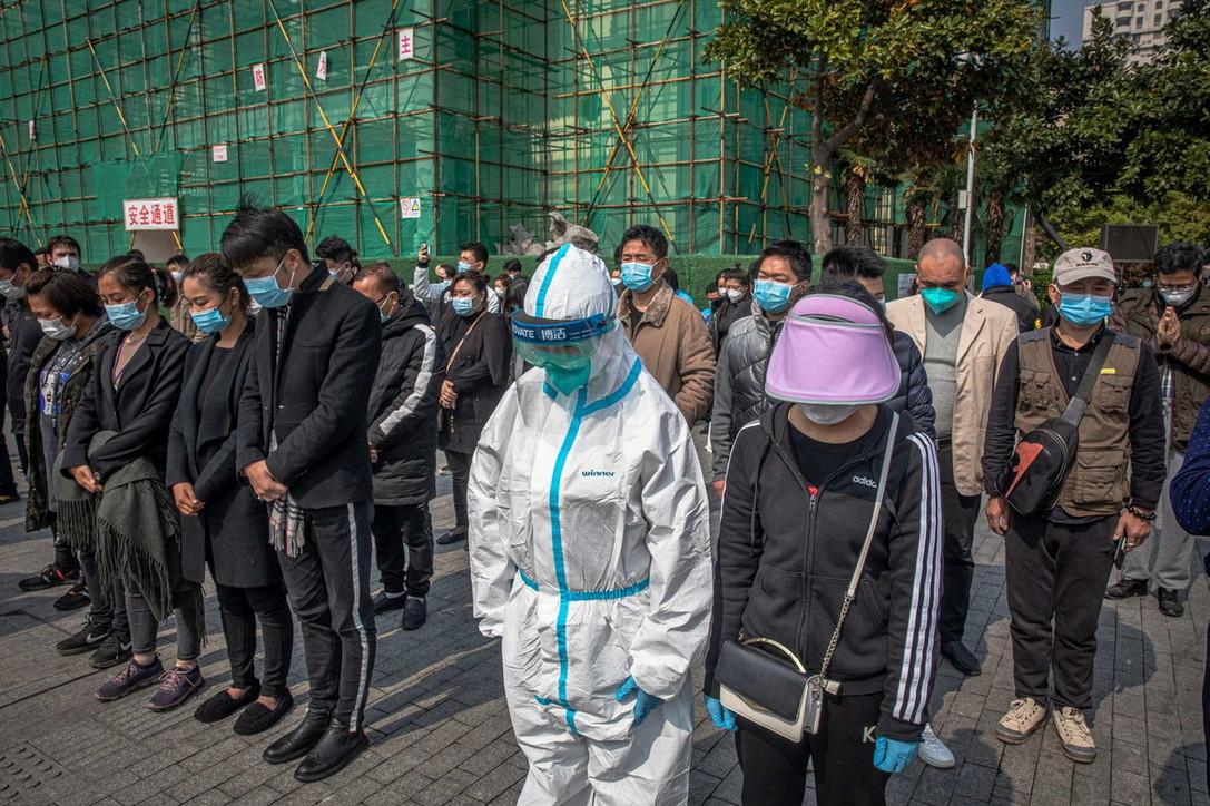 Tre minuti di silenzio in Cina per le vittime del coronavirus