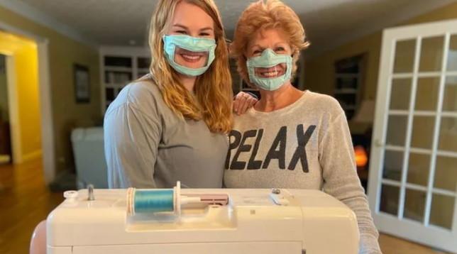 Coronavirus, una studentessa americana inventa le mascherine per non udenti