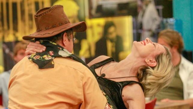 Grande Fratello Vip, nella casa è tempo di tango... bollente