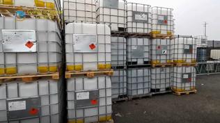 Catania, lo spacciavano per sanificante ma era normale detergente: sequestrati oltre 7mila litri | Guarda le foto