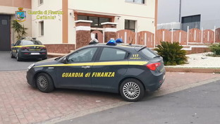 Catania, lo spacciavano per sanificante ma era normale detergente: sequestrati oltre 7mila litri