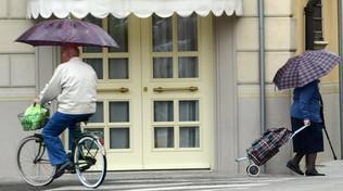 Va a fare la spesa undici volte in un giorno: anziana sanzionata a Treviso
