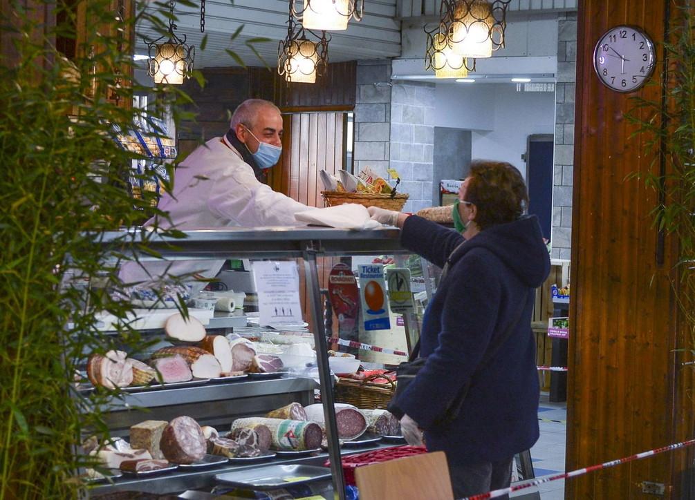 A Milano riaprono i mercati coperti, la Regione cambia la delibera