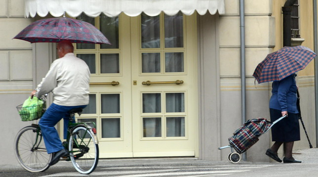 Va a fare la spesa 11 volte in un giorno: anziana multata fino a 400 euro