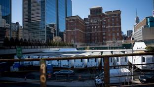 Coronavirus, emergenza cadaveri nello Stato di New York: usati anche camion frigo