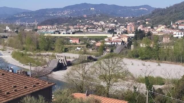 Crolla il ponte di Caprigliola tra La Spezia e Massa: un ferito   Spezzato in due un gasdotto, bloccata la fuoriuscita