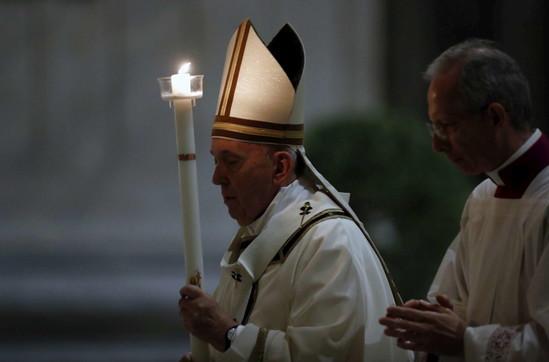 La Veglia Pasquale di Papa Francesco in San Pietro