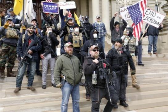Usa, in Michigan la protesta (armata) contro la quarantena