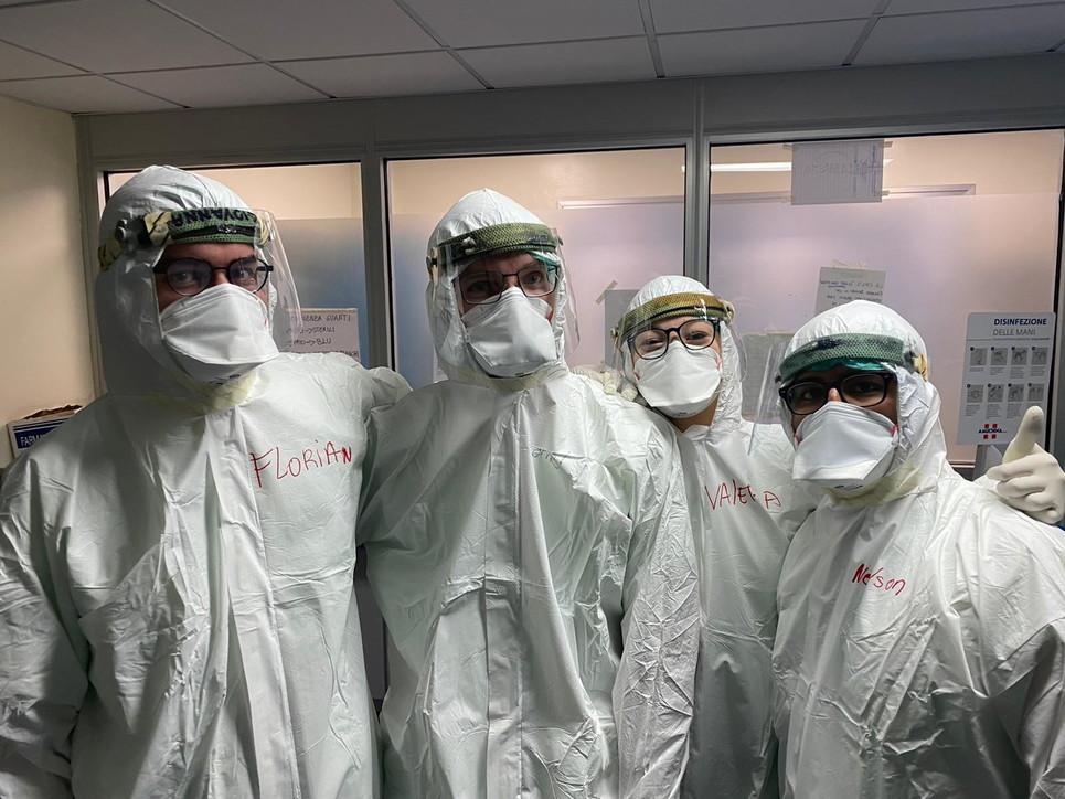 """Il team tedesco arrivato a Napoli per aiutare i colleghi italiani torna in Germania: """"Esperienza formativa"""""""