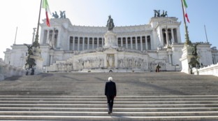 25 aprile, Mattarella all'altare della Patria da solo