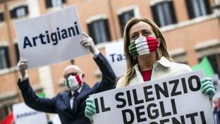 """Fase2, Meloni in piazza a palazzo Chigi: """"Diamo voce a innocenti"""""""