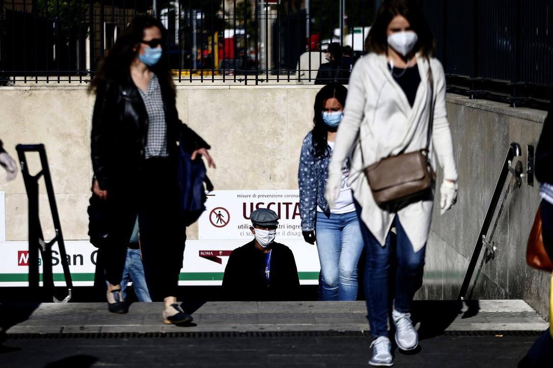 Fase 2: a Roma più auto, sui mezzi con mascherina e distanziati