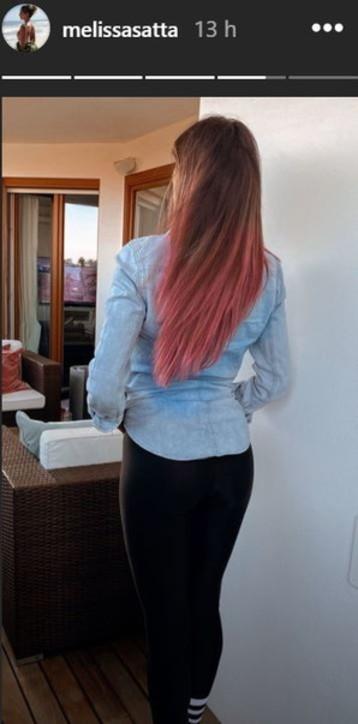 Melissa Satta si colora i capelli di rosa
