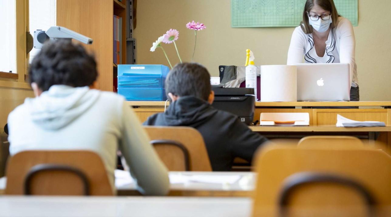Svizzera, gel e mascherine: gli studenti tornano a scuola
