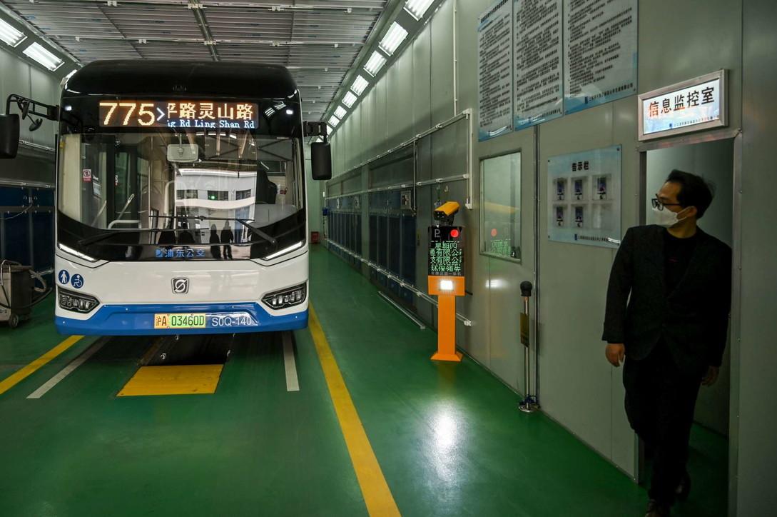 Coronavirus, i robot per sanificare autobus e aeroporti