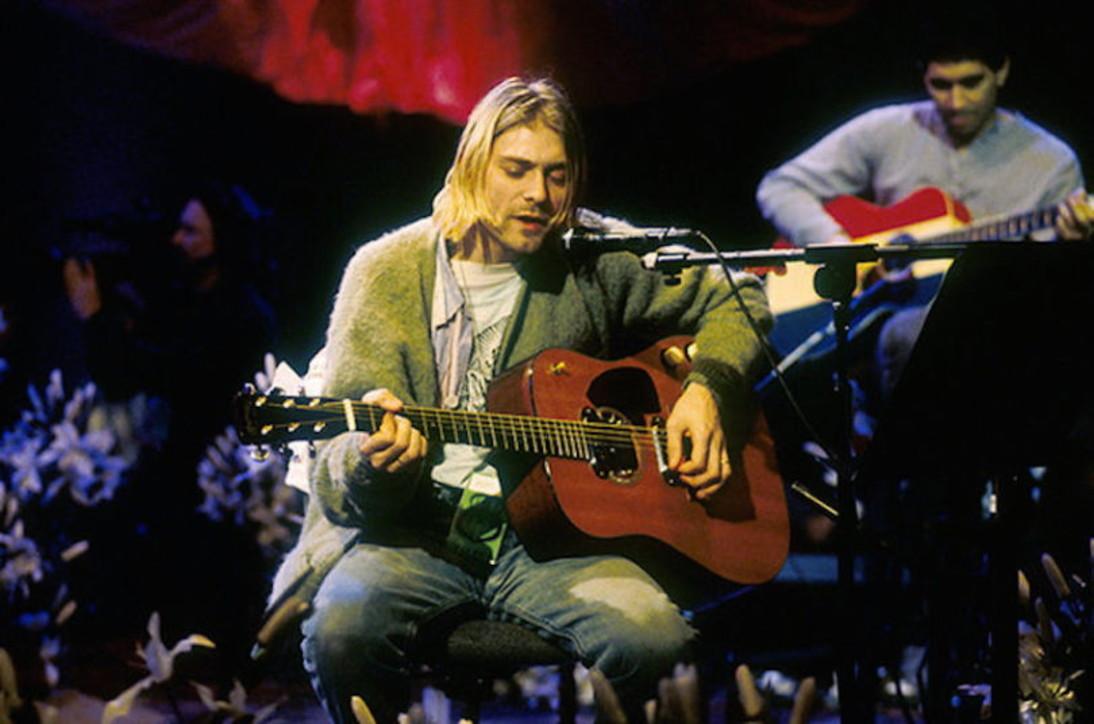 All'asta la chitarra suonata da Kurt Cobain per l'Mtv Unplugged dei Nirvana: vale 1 milione di dollari