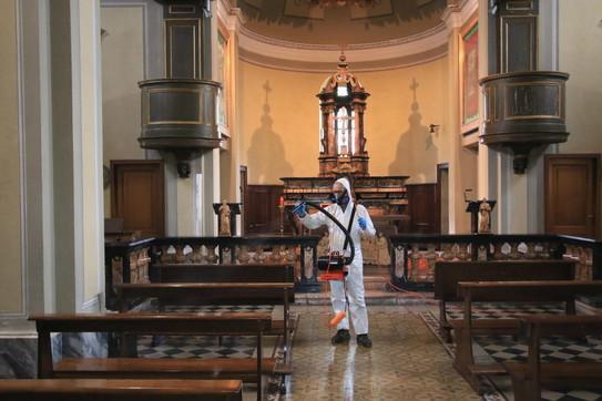 Coronavirus, al via la sanificazione delle chiese romane - Foto ...