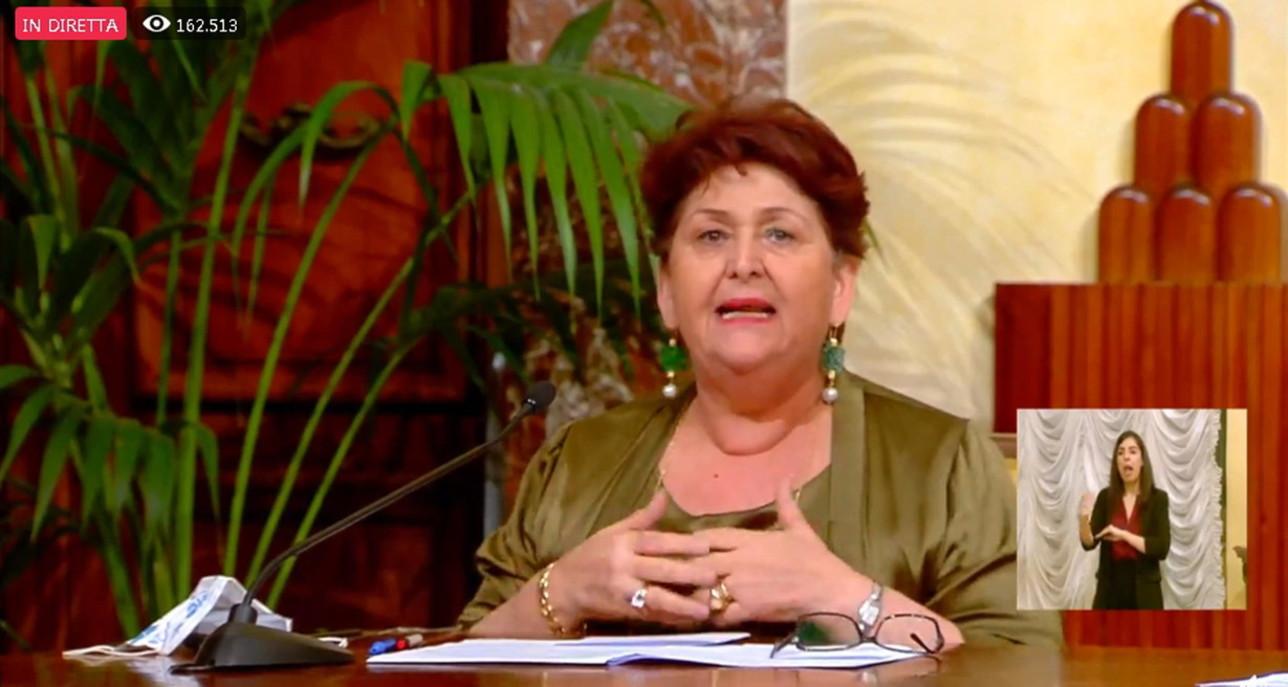 """La ministra Bellanova si commuove in diretta: """"Lo Stato è più forte del caporalato"""""""