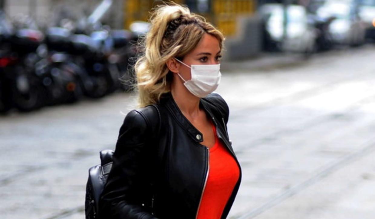 La Fase 2 di Diletta Leotta, al lavoro in jeans e mascherina