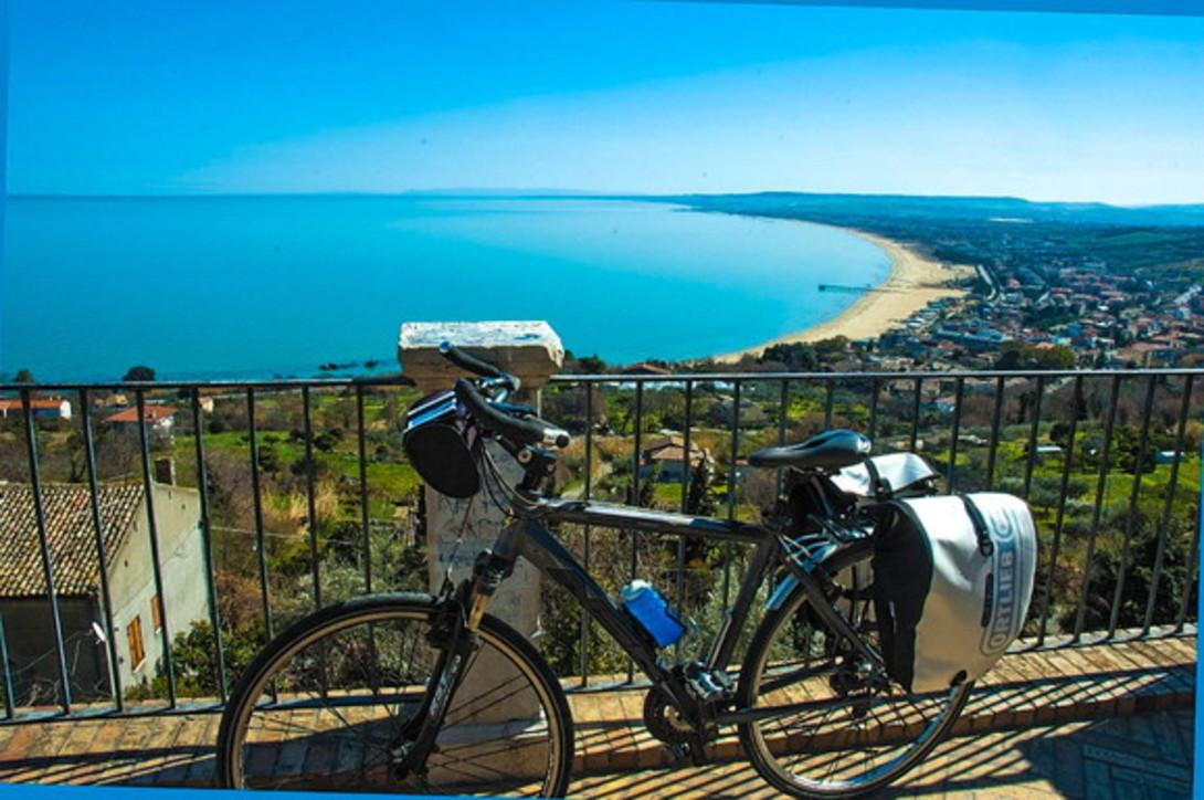Abruzzo, un'estate dedicata alle due ruote