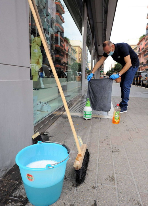 Coronavirus, da Milano a Bari i negozi si preparano a riaprire