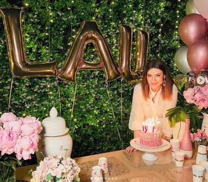 Festa in rosa per il compleanno di Laura Pausini