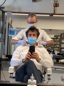 """Bergamo, il sindaco Gori dal barbiere: """"Adesso è davvero la Fase 2"""""""