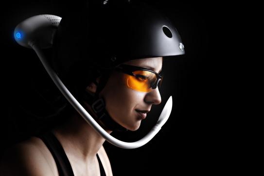 Fase 2, la maschera anti-inquinamento e anti-virus per i ciclisti: getto d'aria purificata sul viso