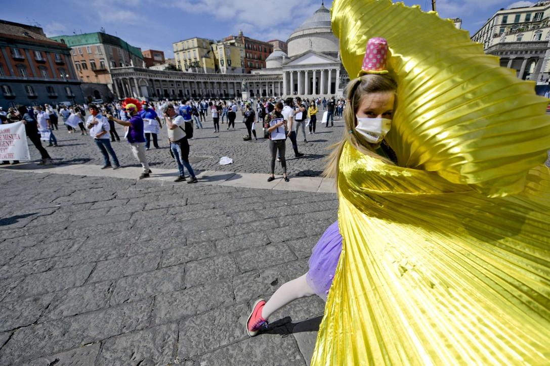 Operatori del turismo e animatori, la protesta a piazza Plebiscito a Napoli