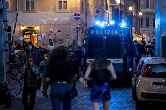 Fase 2, controlli a Roma per la ripresa della movida