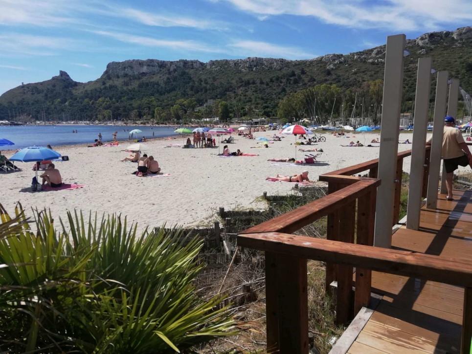 E' il primo weekend da liberi tutti: da Ostia a Mondello esplode la voglia di mare