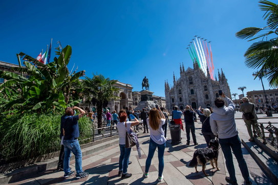 Lo spettacolo delle Frecce Tricolori sopra Milano