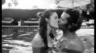 Alessandra Ambrosio, bagno bollente con il fidanzato Nicolò Oddi