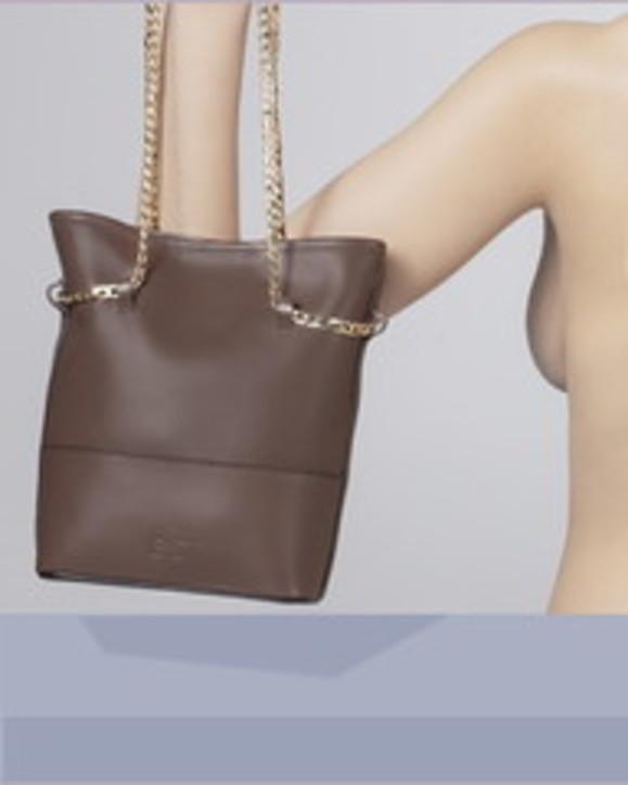 E'st. La borsa con ago e filo è perfetta per ogni look