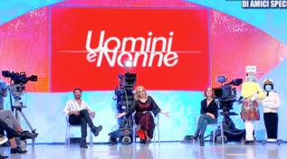 """""""Uomini e Nonne"""", Tina ribattezza il programma in onore di Gemma"""