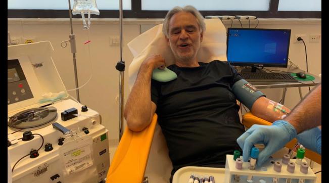 Andrea Bocelli e la moglie donano il plasma
