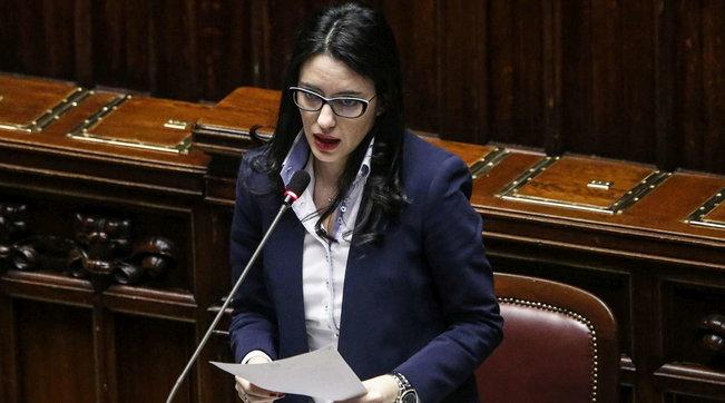 Minacce e insulti via social, assegnata la scorta al ministro Azzolin