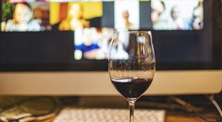 Consumi, il lockdown ha fatto crescere l'acquisto online di vino
