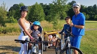 Cristiano Ronaldo in gita in bicicletta con tutta la sua happy family