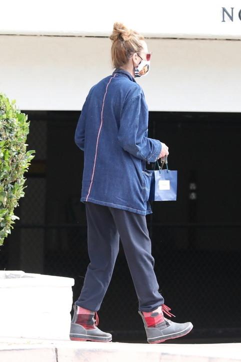 Julia Roberts fa shopping con Barack Obama... disegnato sulla sua mascherina