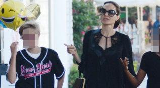 """Compie 14 anni Shiloh Jolie Pitt, la figlia """"gender variant"""" di Brad e Angelina"""