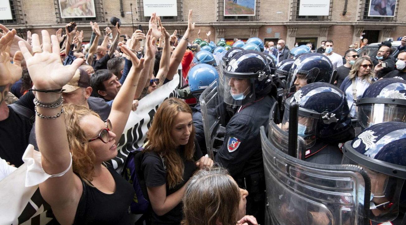 """""""Marcia su Roma"""", manifestazione di protesta: """"Abbiamo fame"""""""