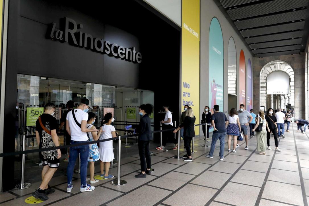 Fase 2, shopping in centro a Milano