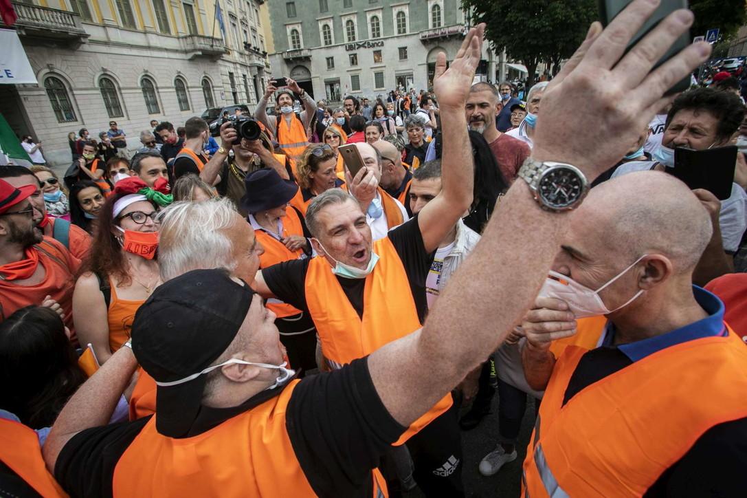 "Bergamo ""invasa"" dai gilet arancioni"