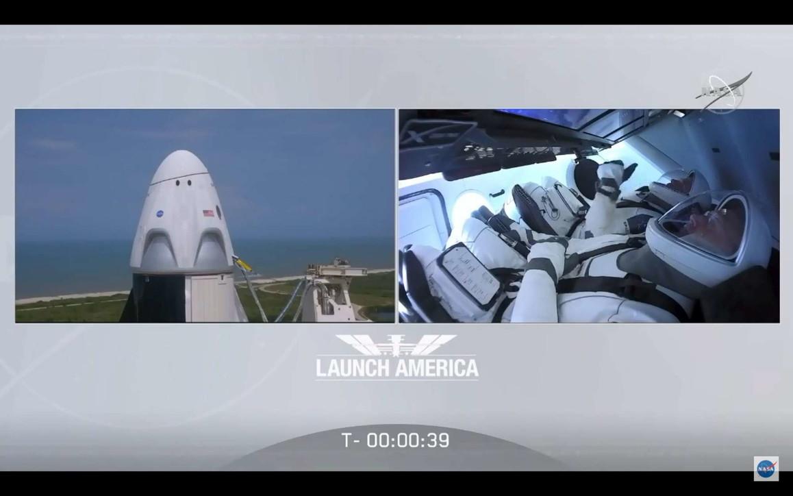 Crew Dragon, il lancio da Cape Canaveral: la fotostoria dei primi nove minuti