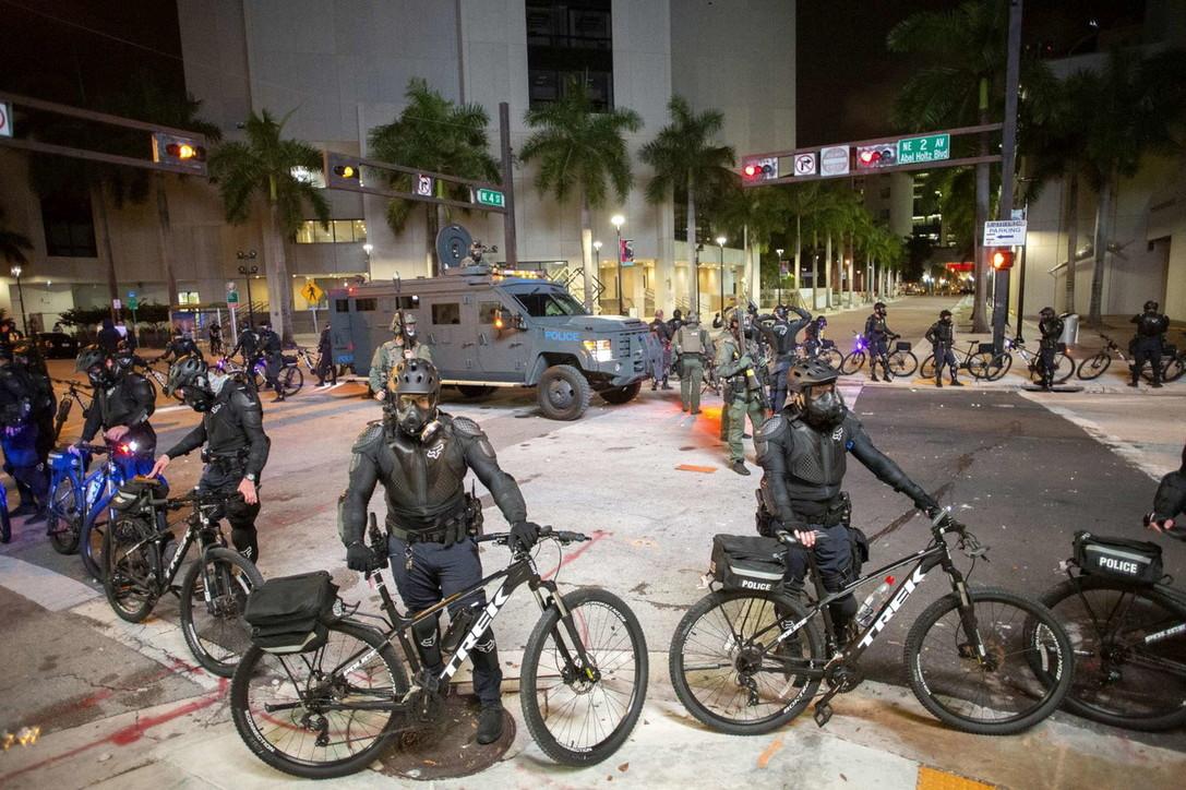 Caso George Floyd, notte di proteste e arresti in molte città americane