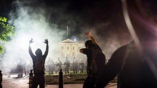 Caso Floyd, migliaia di manifestanti tornano ad assediare la Casa Bianca