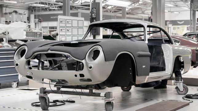 """La mitica Aston Martin di 007 in """"Missione Goldfinger"""" in vendita a... 3 milioni di euro"""