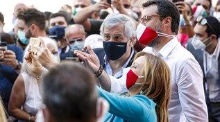 2 Giugno, folla al corteo del centrodestra a Roma: salta il distanziamento