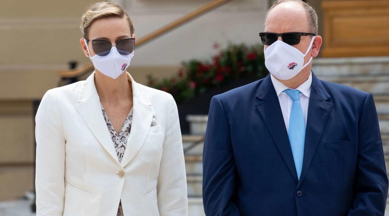 Reali di Monaco alla prima uscita mondana, tutti mascherati